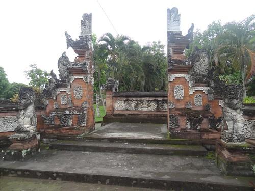 Eingang zum Pura Lingsar