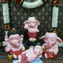 coming soon.....  โอม ศรี คเณศายะ นะมะหะ  ร้านกังกิเทน คเณศ (Kangi-Ten Ganesha)  เปิดให้บูชาองค์มหาเทพ และเครื่องสักการะบูชา วันพฤหัสฯ - วันอาทิตย์ เวลา 18:00 - 24:00 น. @ ตลาดรถไฟศรีนครินทร์ หลังซีคอน โซนตลาดนัด ล๊อค D22  Contact : 1. Hot LINE : 0909-878