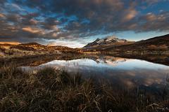 Around Sligachan ... (Tony N.) Tags: sunset mountains colors clouds reflections scotland europe couleurs peat loch nuages reflets coucherdesoleil montagnes ecosse sligachan tourbe d810 nikkor1635f4