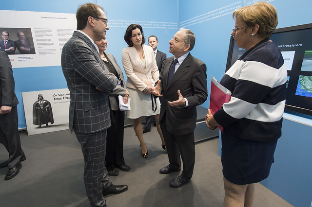Jean Todt (centre) in discussion with Alexander Dobrindt
