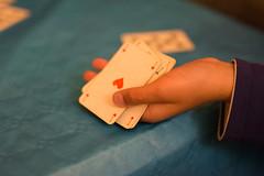 La bonne main (FranckJM) Tags: mains cartes jeux