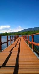 passerella (lancierebianco) Tags: lago cielo passerella carese