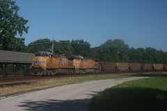 53553 (richiekennedy56) Tags: usa lawrence unitedstates kansas unionpacific ac44cw railphotos douglascountyks donballcurve up5970 up6448