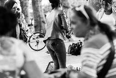 Flohmarkt... (Heinz Wille) Tags: frankfurt flohmarkt street streetphotografie leica m8 90mm sw schwarzweiss monochrome