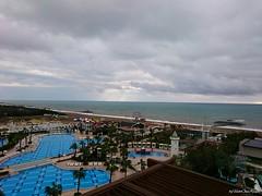 NachWeihnachtstagUnwetterTrkei2014 (veskoonekrajnc) Tags: sea storm beach pool hammer strand am nice meer die gloomy himmel wolken windy trkei der durch auf morgen darkclouds badweather ausblick steg nach sonnenschein palmen 2014 frh unwetter windig dster bricht weihnachtstag morgenhimmel ballert delphindiva delphinimperial byveskoonekrajnc delphinimperialluxuryresort larabeachturkey dunklewolkenturkey