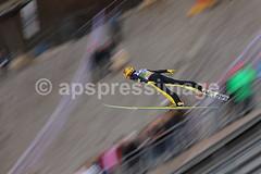 08 Innsbruck (Alejandro Sala.apspressimage.com) Tags: sport horizontal germany bavaria austria jump europe skiing competition rump hills event descend wintersport innsbruck oneperson extremesport skijumping 64thfourhillstournament vierschanzentourneeramp