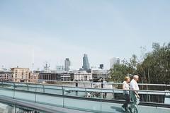 L'amore alla fine di un ponte (Alice Pietrobon) Tags: travel people urban london art photography arch londra stree architexture travellondon