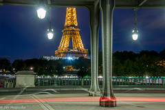 Bir Hakeim, vlo et tour Eiffel, Paris (sebastien.mespoulhe) Tags: bridge light paris night tour eiffel pont bluehour eclairage birhakeim acier lightstream