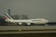 Air France B-747-428 F-GITI CDG 21-11-14c (mugicalin) Tags: boeing boeing747 b747400 b747428 airfrance fgiti airportcharlesdegaulle cdg fujifilm fujifilmfinepix finepix bleublancrouge aircraft 2014