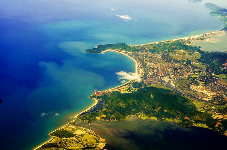 3(Vị trí vô cùng thuận lợi cho du lịch Vịnh Lăng Cô)