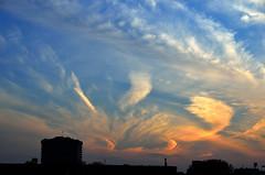 Amsterdam, zonsondergang met vederwolken, 2 mei 2015 (wally nelemans) Tags: holland amsterdam zonsondergang nederland thenetherlands cirrus 2015 vederbewolking
