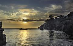 _DSF1604 (Snia CM) Tags: sea sky orange costa seascape beach clouds sunrise reflections rocks fuji fujifilm fujinon reflejos reflects xt1 fujixt1