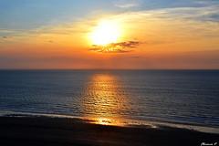 Coucher de soleil romantique (florence.V) Tags: mer france soleil 14 normandie calvados manche coucherdesoleil trouvillesurmer