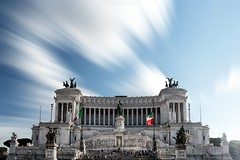 Madreluce Italia (Roberto -) Tags: light italy rome roma monument architecture long exposure italia daily explore piazza venezia luce patria altare explored esplora