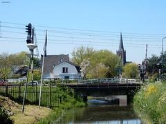 zicht op Schalkwijk (bcbvisser13) Tags: panorama water bomen nederland eu gras brug uitzicht kerk dorp schalkwijk huizen reflectie spoorweg oever bovenleiding spoorwegovergang spoorboom