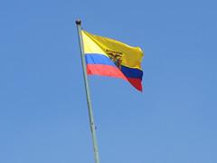 """Quito: le drapeau équatorien <a style=""""margin-left:10px; font-size:0.8em;"""" href=""""http://www.flickr.com/photos/127723101@N04/27342866512/"""" target=""""_blank"""">@flickr</a>"""