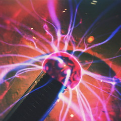 198 | 366 | V (Randomographer) Tags: light glass lamp electric bill globe neon pattern glow gas clear corona sphere dome electricity multiple colored plasma complex beams parker 198 plasmaball filaments xenon tesla highvoltage noble krypton discharge constant nikola insulator electrode 366 project366