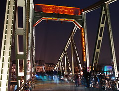 Eiserner Steg 3 (stephan.hickisch) Tags: city bridge light red people urban orange night germany evening iron walk frankfurt main financial metropole eisernersteg