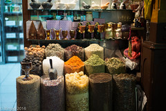 Spice show... (EHA73) Tags: show leica nightphotography travel heritage colors souvenirs dubai display traditional uae streetphotography spices souk cultural leicamp summiluxm11450asph grandsouk typ240