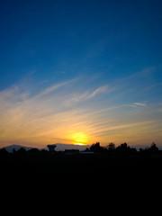 Atardecer en Maip (francisco.yira) Tags: chile city blue santiago sunset sky urban mountains nokia colours ciudad paisaje puestadesol 830 lumia