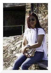 glamrock (mamuangsuk) Tags: portrait woman sunglasses lady asian riviera suisse portraiture clutch charming levis glamrock rayban classy fashionable 6d vaud 24105l saintsaphorin womanwithglasses mamuangsuk sunnyafternoonbythelake