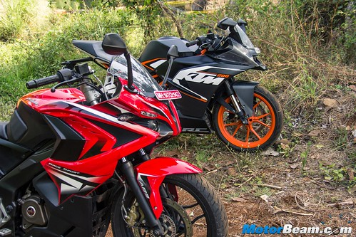 Pulsar-RS-200-vs-KTM-RC-200-08