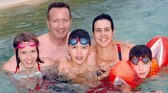Le portrait d'une famille extraordinaire (HopToys) Tags: en 3 ted de à ns 15 11 du 45 syndrome un enfants 20 » maman 13 pour et questions nous fille ans roberta une depuis qui quelques garçon niveau … autisme haut « savoir cette ahn mariée posé tdah présente avons atteinte atypiques d'asperger