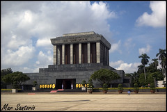 Mausoleo Ho Chi Minh (Mar Santorio) Tags: city d50 nikon ciudad vietnam mausoleum hanoi hochiminh mausoleo