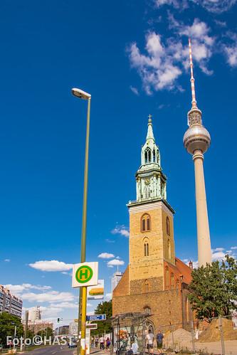 Fernsehturm met de Marienkirche