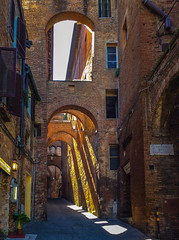 Allyway in Sienna, Italy (hippoking) Tags: allyway europe italy sienna medieval city travel destination
