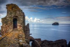 Tantallon Castle and Bass Rock (Mark Seton) Tags: bassrock borders eastlothian firthofforth island northberwick scotland scottishborders tantalloncastle ruin sea