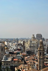 Bird's eye view (Miruccio96) Tags: espana spain spagna colour colourfull valencia travel travelling street photograph torre city town cathedral dome cupola