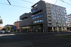 Huser, die auf Ecken stehen (Pascal Volk) Tags: berlin architecture architektur bauwerk building gebude komplex buildingcomplex gebudekomplex baukomplex wideangle weitwinkel superwideangle superweitwinkel ultrawideangle ultraweitwinkel ww wa sww swa uww uwaww uwa canoneos6d canonef1635mmf4lisusm 16mm