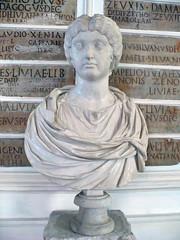 Rome090212-30m (LecteurPL) Tags: sculpture rome italie documents buste faustine marcaurle
