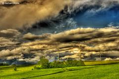 Sonne und Regenwolken (GerWi) Tags: sky sun nature clouds landscape outdoor natur pflanze feld wiesen himmel wolke wolken gras landschaft sonne regen acre acker windkraft grasland heiter
