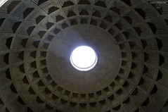 Pantheon in Rom (SagtMirNix.net) Tags: city travel italien light summer italy sun rome roma travelling tourism church architecture licht italia cathedral sommer religion pantheon kathedrale kirche tourist stadt dome architektur sonne rom sonnenstrahl tourismus reise kuppel ewigestadt citytrip eternalcity städtereise