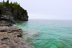 Indian Head Cove (Ilhavanchi Kanaganayagam) Tags: park summer cliff toronto ontario canada nature head hiking cove indian bruce national peninsula brucepeninsulanationalpark northontario indianheadcove