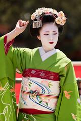 Maiko (byzanceblue) Tags: flower girl beauty japan female japanese kyoto bokeh traditional maiko geisha   kimono gion grenn   kanzashi   vute katsusen  gionkobu pocchiri