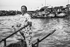 Sailor Lady (Feca Luca) Tags: street portrait woman work river blackwhite donna nikon asia outdoor fiume vietnam ritratto mekong reportage lavoro