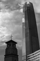 La nueva religin/ The new religion (Vicente_Valdivia) Tags: chile santiago southamerica 50mm blackwhite capitalism capitalismo sudamerica costaneracenter