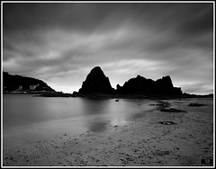 Saturraran. (Izaskun Insausti) Tags: world light sky white seascape black art beach nature clouds lens landscape mar nikon gallery playa bn collection bm editing create nikkor euskalherria coleccin d90 saturraran marcantbrico lugaresconencanto saturraranbeach prosprocesing izaskuninsausti