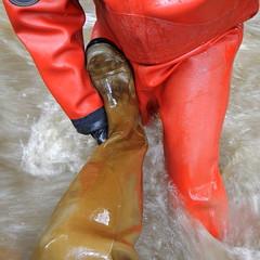 Chameau-Thor-Bach6005 (Kanalgummi) Tags: rubber gloves worker sewer waders drysuit kanalarbeiter gummihandschuhe gummianzug gummihose chestwaders égoutier trockenanzug