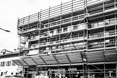 l'impalcatura (Clay Bass) Tags: bw buildings scaffold canon5d 24mm saluzzo
