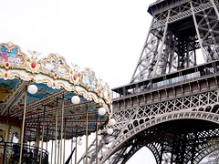 Tour Eiffel (falkmo) Tags: city urban white black paris detail monument architecture toureiffel eiffelturm weiss schwarz caroussel karussel