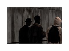 Keums (hlne chantemerle) Tags: gris noir faades murs btiments passants tle photosderue