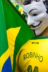 (Thiago Stone) Tags: brazil bandeira brasil sopaulo guyfawkes sp sao lentes cbf mpl mscara fotojornalismo avpaulista manifestao junho bandeiradobrasil sopaulosp 2013 201306 bandeiranacional camisadaseleo canoneosrebelt2i efs1855mmf3556isii aumentodaspassagens grandeatocontraoaumentodaspassagens jornadasdejunhodompl bairrojardimpaulista