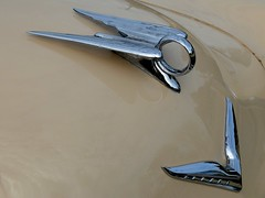 CHRYSLER New Yorker - 1952 (Hood ornaments) (xavnco2) Tags: france classic cars hardtop car club automobile newyorker ornament american hood chrysler autos fte avant coup capot picardie 1952 chromes somme 2016 anciens aava vhicules pernois