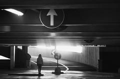 (pamo67) Tags: pamo67 direzionale directions direzioni indicazioni frecce arrows parcheggio parking silos salita climb segnaletica signals dispalle shoulders bn blackwhite bw monochrome persone people ragazza girl ombre shadows pasqualemozzillo