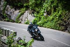 Motorradfahrer (offeneblende) Tags: outdoor motorrad sonnenschein kurve motorradtour spritztour schneswetter bmwgs