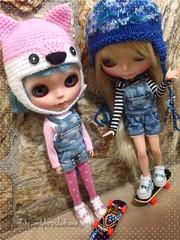 E a Krystal ensinando a Cora a andar de skate...